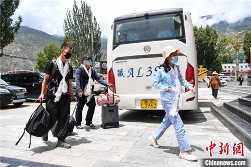 跨省旅游重启 西藏迎来首个跨省旅游团2.jpg