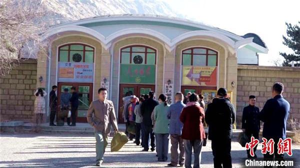 援藏题材电影《雪域青春》在西藏拉萨投入拍摄2.jpg