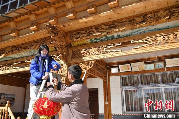 藏族姑娘爱上短视频 中英双语传播藏文化2.jpg