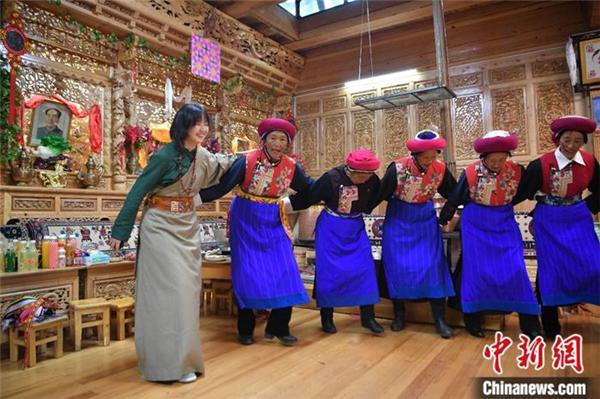藏族姑娘爱上短视频 中英双语传播藏文化4.jpg