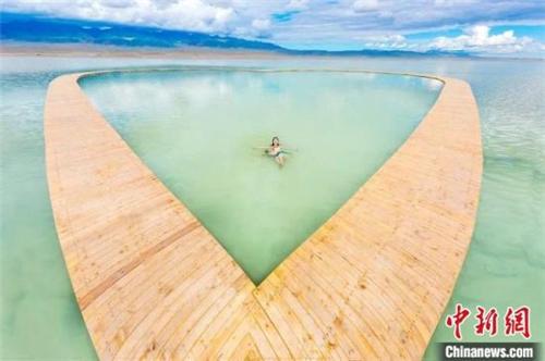 《盐湖计划》在青海茶卡天空壹号景区开拍3.jpg