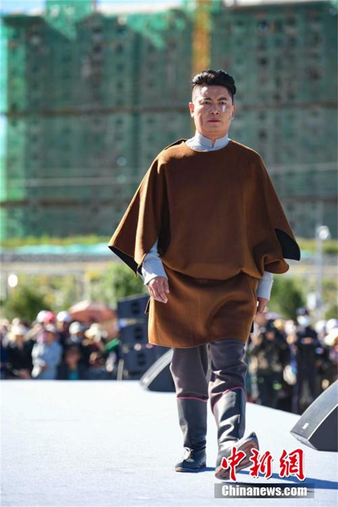 """西藏山南""""雅鲁藏布""""千年纺织非遗""""秀""""现代舞台7.jpg"""