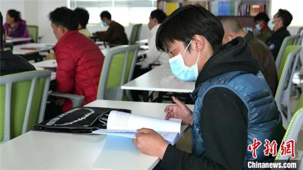 """首届""""杰松达孜""""藏历法培训班在拉萨开班1.jpg"""
