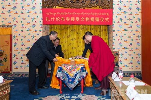 十一世班禅出席扎什伦布寺接受文物捐赠仪式