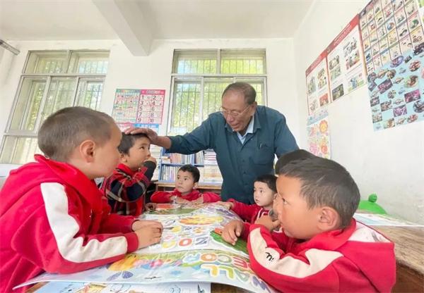 """藏族老师完么仁增的""""一人一校""""4.jpg"""