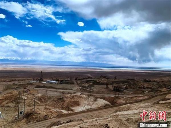 柴达木盆地最复杂山地三维地震项目圆满完成1.jpg