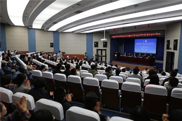 第四届全国藏文古籍文献整理与研究高层论坛在兰州举行.jpg
