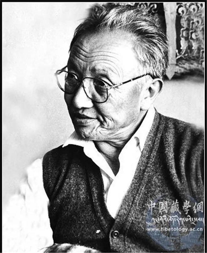 东噶•洛桑赤列:从活佛到大学教授1.jpg