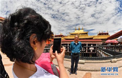 暂停开放五个多月后 西藏大昭寺恢复对外开放1.jpg