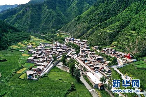 甘肃省迭部县:高吉村的诗和远方1.jpg