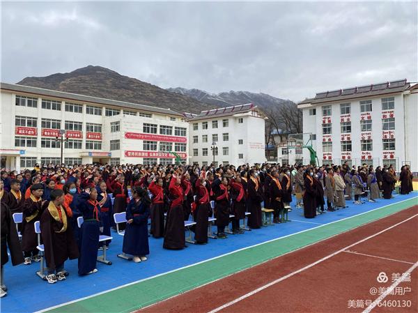 四川松潘县七一藏文中学2020年奔嘉教育基金表彰大会举办2.jpg