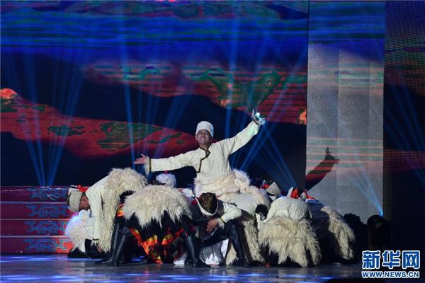 精彩纷呈的日喀则藏历新年晚会录制5.jpg