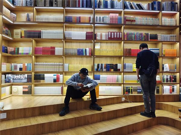 """西藏开展""""全民阅读""""活动走笔:书香,在高原弥漫2.jpg"""