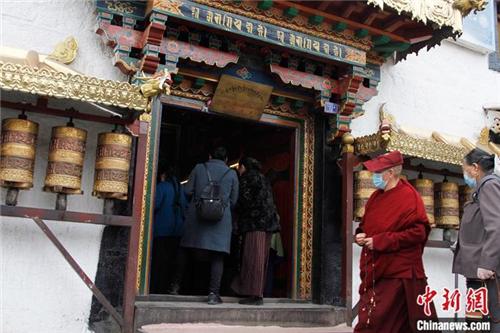 西藏拉萨寺庙逐步恢复开放.jpg