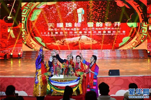 精彩纷呈的日喀则藏历新年晚会录制2.jpg