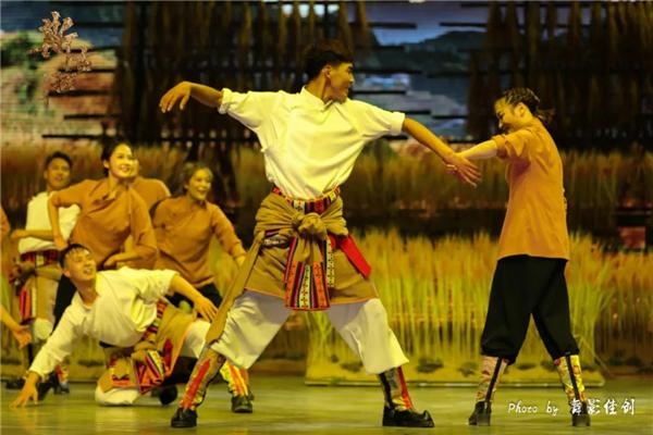 《斯古拉》:首部三维全景式嘉绒藏族歌舞剧6.jpg