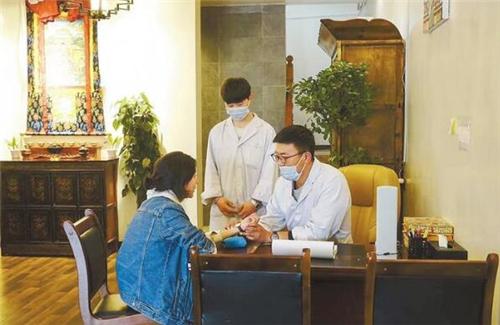 西藏藏医药大学扎实推进毕业生就业工作.jpg