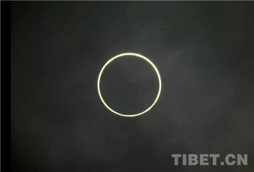 """西藏自治区阿里地区上演""""金边日环食""""4.jpg"""