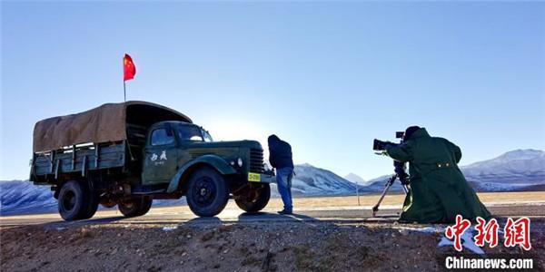 援藏题材电影《雪域青春》在西藏拉萨投入拍摄4.jpg