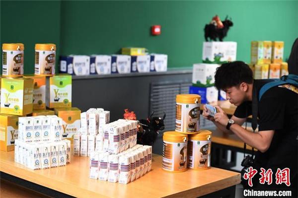 """甘肃甘南牦牛乳""""七十二变""""飘香海外 拓国际市场.jpg"""