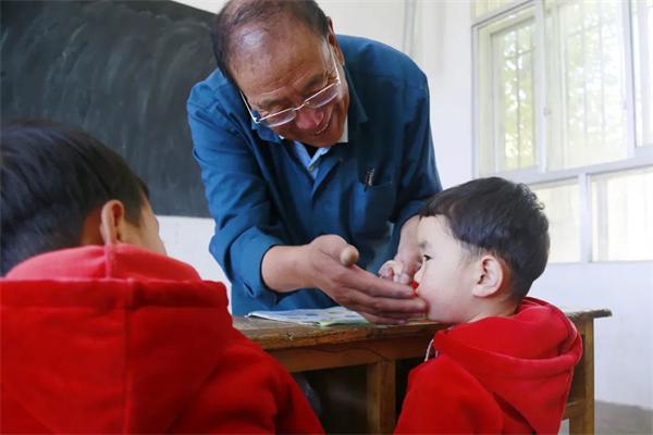 """藏族老师完么仁增的""""一人一校""""6.jpg"""