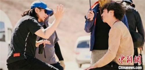 《盐湖计划》在青海茶卡天空壹号景区开拍1.jpg
