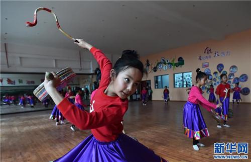 西藏首个省级青少年宫揭牌5.jpg