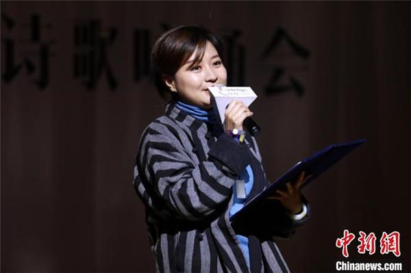 """"""" 青春的瀑布""""西藏青春诗歌咏诵会在拉萨举办3.jpg"""