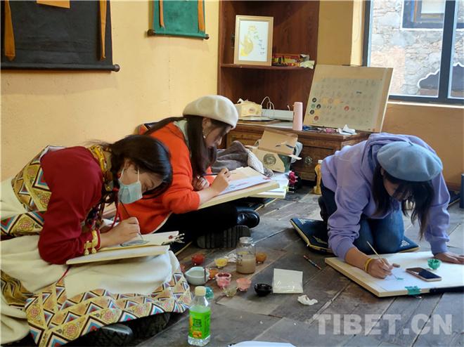 四川理塘:特色活动吸引游客体验藏文化3.jpg