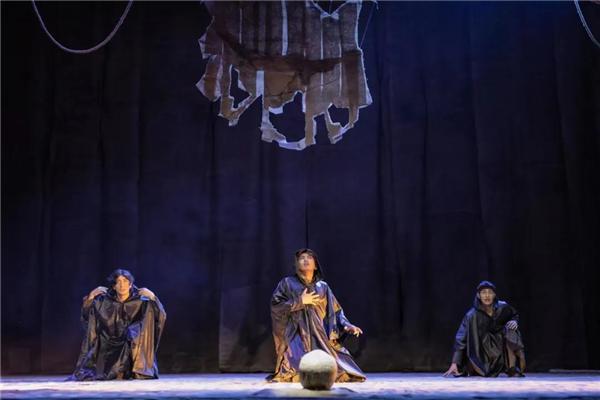 藏族学生出演 藏语版《哈姆雷特》在上海首演1.jpg