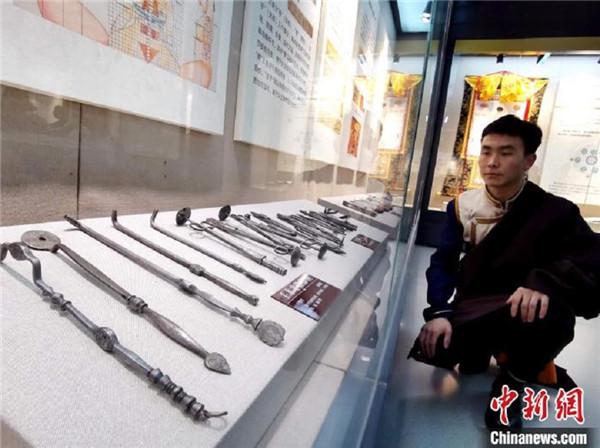 青海大学民族医学博物馆揭牌 展示三十五种中国民族医药2.jpg